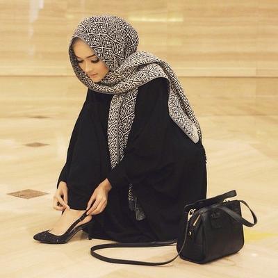 Ini Dia Inspirasi Modis untuk Padu Padan Rok Hijab dengan Heels!