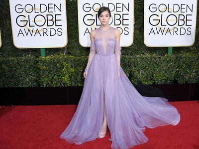 Ladies, Jangan Takut Tampil Beda Yuk dengan Gaun Ungu Ala Selebriti Ini!