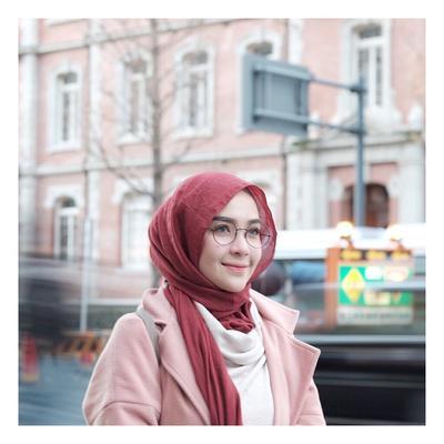 Dijamin Nyaman, 3 Bahan Hijab Ini Harus Ada di Lemari Kamu!