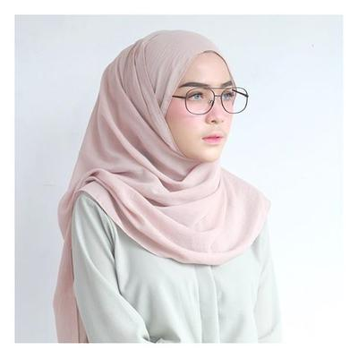 Ladies, Warna Hijab yang Wajib Dimiliki untuk Sehari-hari Apa Ya?