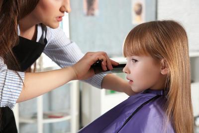 Biar Anak Enggak Rewel, Yuk Lakukan Hal Ini Sebelum Ajak Anak ke Salon