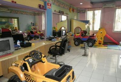 1. Purrel Toys and Kids Salon