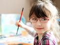 Hati-hati, 6 Tanda Ini Menunjukkan Bahwa Si Kecil Sudah Membutuhkan Kacamata!