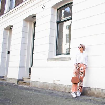 Turban Hijab dengan Celana Bermotif