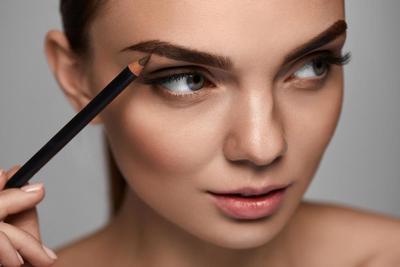 Ingin Alis Natural atau On Fleek? Yuk, Percantik Alismu dengan Make Up Lokal Ini