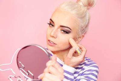 Bikin Make Up Jadi Lebih Awet Pada Wajah yang Berminyak dengan Cara Jitu Ini!