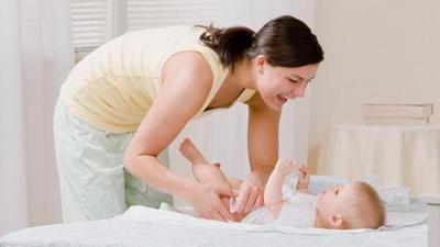 Sudahkah Kamu Mengganti Popok Bayi dengan Tepat? Ikuti 5 Langkah Ini!