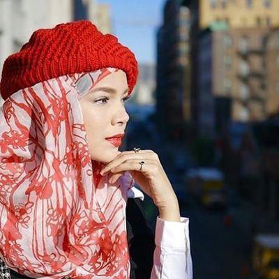 Mau Tampil Edgy? Padukan Gaya Hijabmu dengan 5 Topi Kece Ini!