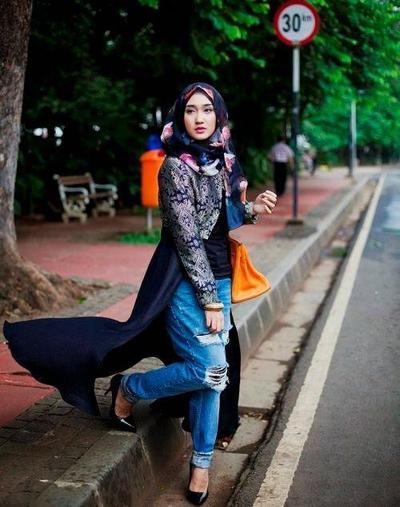 Intip Ide Cerdas Padu Padan Outer Hijab dan Jeans untuk Daily Activity Kamu!