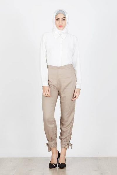 Style Kantor dengan Celana Jogger dan Blouse