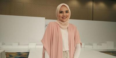 Wow, Manis dan Anggunnya Padu Padan Style Hijab Pastel Ala Ria Miranda Ini!