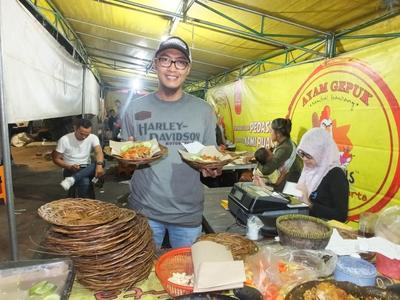 Ternyata Ini Cerita Dibalik Kesuksesan Ayam Gepuk Pak Gembus Jakarta yang Lagi Fenomenal Itu