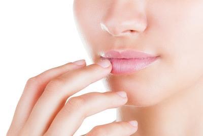 Oleskan sebagai pelembab bibir