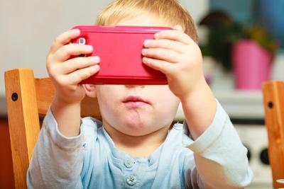 Bahaya Gadget Bagi Anak Balita
