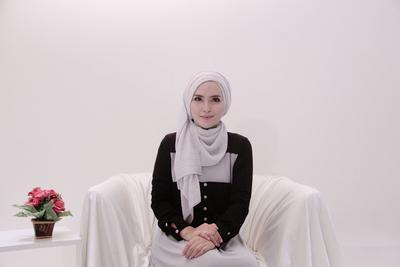 Anti Ribet! Tutorial Hijab ke Kantor Ini Akan Membuatmu Cantik Seharian!