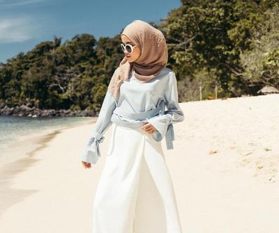 4 Style Hijab Paling Hits untuk Pilihan Outfit Saat Liburan Ke Pantai