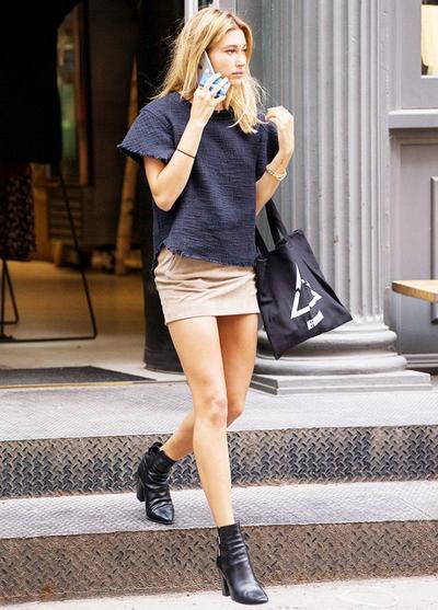 T-Shirt & Ankle Boots - Hailey Baldwins