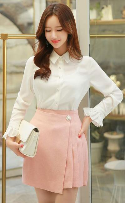 Mini Skirt-Pants with White Shirt is The Best Combination
