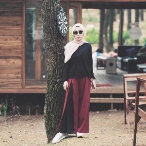 4 Padu Padan Celana Plisket Hijab Ala Selebgram yang Super Stylish