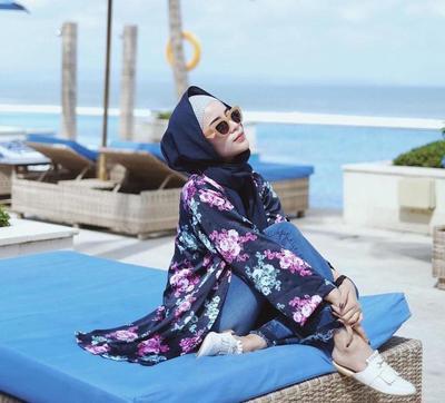Pakai Padu Padan Outfit Ini untuk Bikin Gaya Kamu di Pantai Makin Terlihat Fashionable