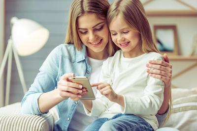 4 Hal Penting yang Tak Boleh Diabaikan Saat Mendampingi Anak Bermain Gadget