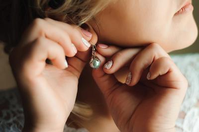 Mudah dan Praktis! Ini Dia Cara Membersihkan Perhiasan Perak!