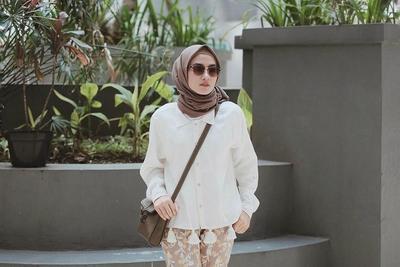 Yuk, Intip Tutorial Hijab Bahan Katun Super Simpel untuk Hangout di Akhir Pekan!