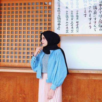 Duh, Unik dan Keren Banget! Intip Gaya Hijab Traveling Ala Selebgram Ini!