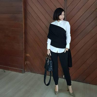 Anti Ribet, Inspirasi Fashion Casual Dian Sastro Ini Bisa Bikin Kamu Terlihat Stylish!