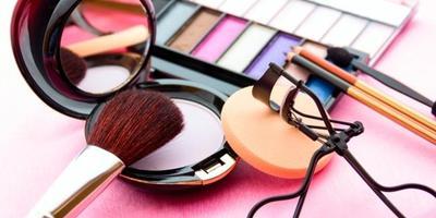 Bereksperimen dengan Make Up