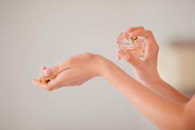 4 Rekomendasi Parfum Terbaik yang Harganya Masih Sesuai Kantongmu!