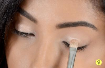 Pemula Menggunakan Eyeshadow? Mudah, Yuk Terapkan Tips Make Up Pemula Ini!