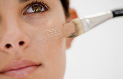 Ingin Make Up Sempurna? Ikuti Cara Menggunakan Brush Make Up untuk Foundation Ini Dulu!
