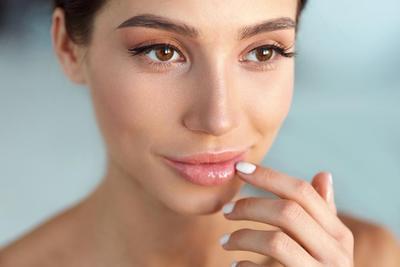 Tak Perlu Lipstik, Bibir Lebih Sehat dan Segar dengan 4 Tips Perawatan untuk Bibir Hitam Ini