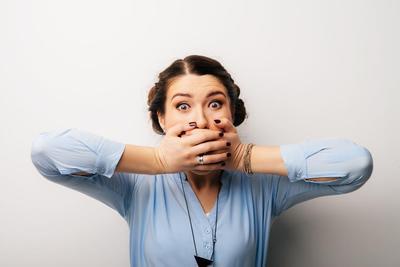 Enggak Pede Ngobrol Gara-Gara Mulut Bau? Yuk, Simak Penyebab dan Cara Ampuh Mengatasinya!