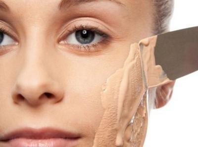 Newbie, Kamu Perlu Tahu 7 Trik Foundation Berikut untuk Ciptakan Tampilan Wajah yang Flawless!