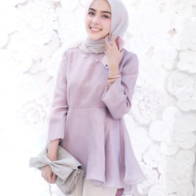 Ingin Jadi Pusat Perhatian? Tengok 4 Inspirasi Fashion Muslim Hamidah Rachmayanti Saat ke Pesta