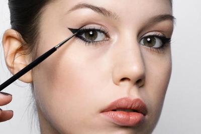 Masih Lama Membuat Wing Eyeliner? Ini Dia Tips untuk Pemula yang Praktis!