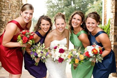 Sedang Mencari Gaun Bridesmaid? Yuk, Intip Inspirasi Gaun Cantik Ini!