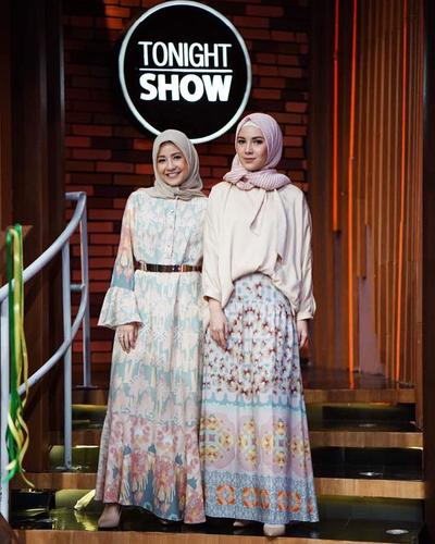 4. Pastel Manis Natasha Rizky dan Ratna Galih