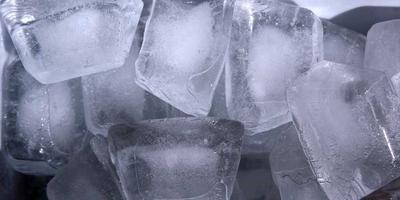 Ciri-ciri Es Batu Air Mentah