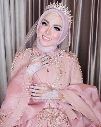 Earl Crown Hijab ala Medina Zein
