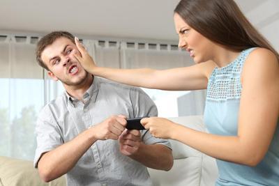 Hati-hati, Jangan Lakukan 4 Kebiasaan Ini Kalau Tak Ingin Menghancurkan Hubunganmu dengan Si Dia!