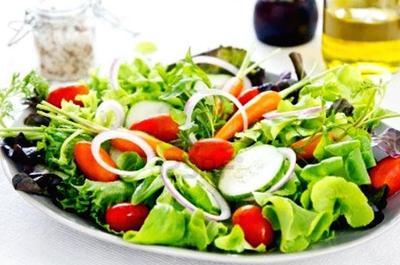 Telur Rebus dan Salad Sayuran