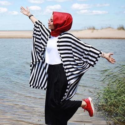 Hijab Merah untuk Sehari-Hari? Siapa Takut! Ini Dia Inspirasi Padu Padannya!