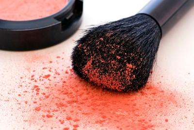 Tips Membersihkan Brush Make Up