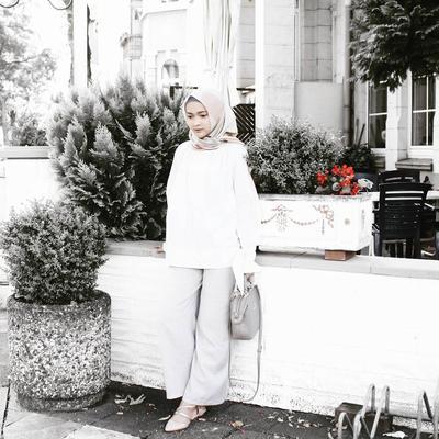 Hijabers, Tampil Cantik dan Memukau Yuk dengan Contek Gaya Hijab Kasual Puteri Hasanah Ini