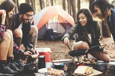 Sudah Pernah Coba? Lakukan 4 Hal Seru Ini Biar Campingmu Semakin Menyenangkan!