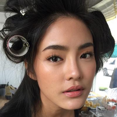 Gimana sih cara bikin wajah tambah cantik tanpa kelihatan pakai makeup?