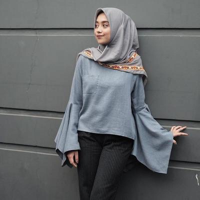 Inilah Outfit dengan Model Bell Sleeve Hijab yang Lagi Populer Banget di 2017